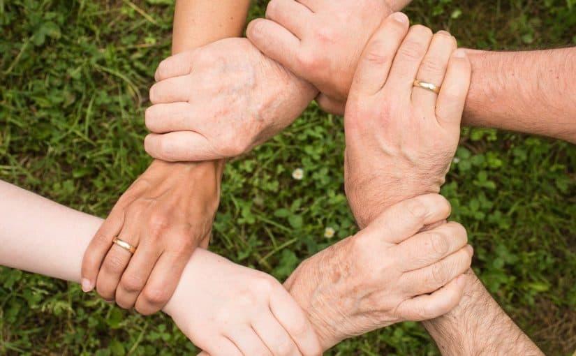 Hænder der danner en cirkel
