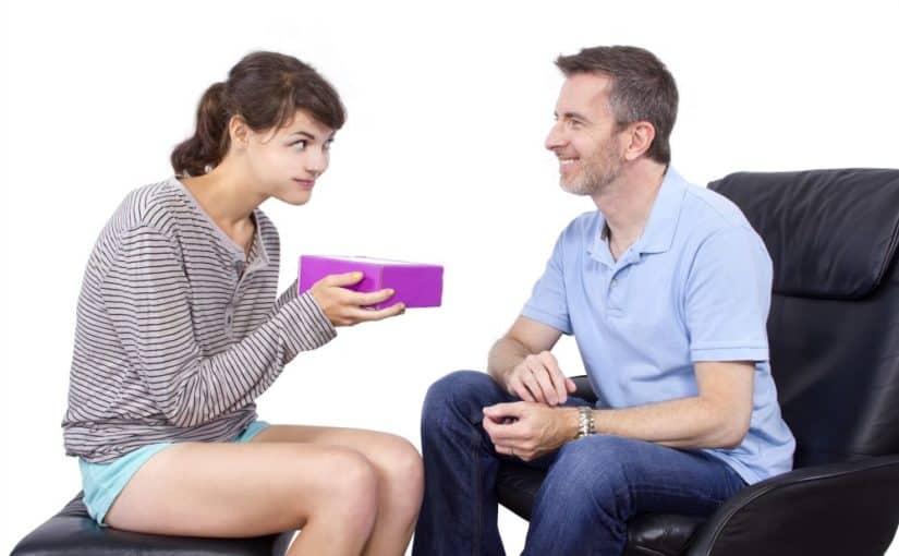 Fatter der giver sin far en gave